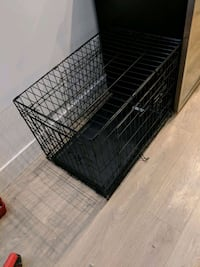 Double door dog crate with divider circuit Victoria, V9C 2W4