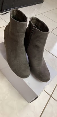 Boots size 8 , used 1 time  Calgary, T2B 3G1