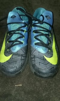 pair of black-and-yellow Nike basketball shoes Hinesville, 31313
