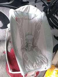 baby's white and gray bassinet Albuquerque, 87105