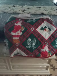 Beautiful queen size christmas quilt set