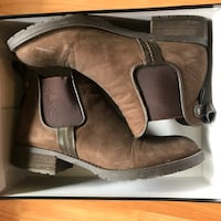 pair of brown leather boots 多伦多, M5T 2W7