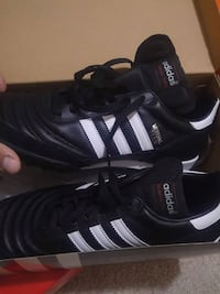 pair of black Adidas low-top sneakers Aurora, L4G 2B8