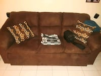 Brown couch like new bought at maison corbeil Montréal, H2M 2H6