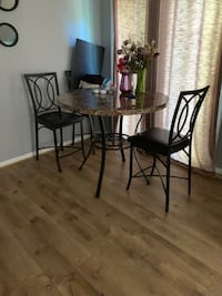 Dinning room table for four Centreville