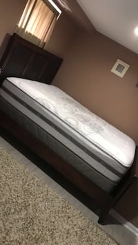 Queen Bed set with end table Silver Spring, 20902