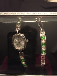 Silver analog watch with silver link bracelet