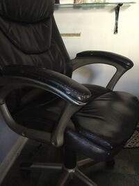 black leather office rolling armchair Columbus, 43211