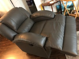 Power recliner medium grey Leather Cindy Crawford collection