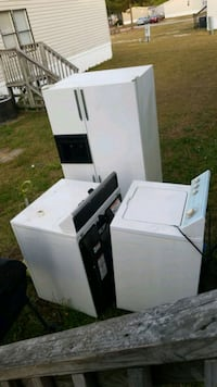 white top-load clothes washer  Fayetteville, 28306