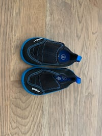 Size 5/6 toddler swim shoes  61 km