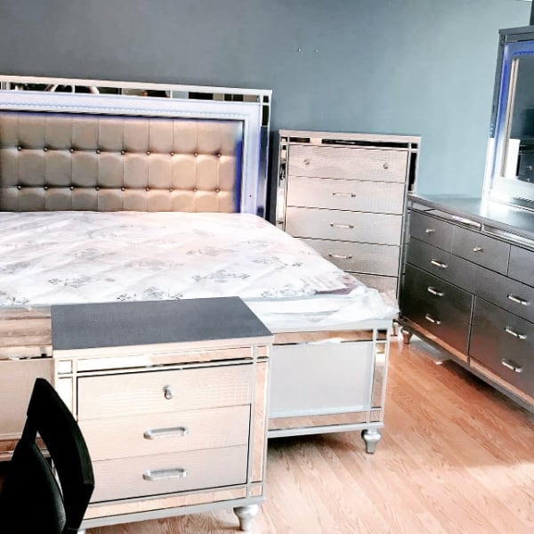 """HUGE SALE**GLAM LED Queen BED """"NOT SET"""" $599 King BED $799 ** Sets ALSO available 048f8c5d-a1cd-450b-bcff-f8ec650f0765"""