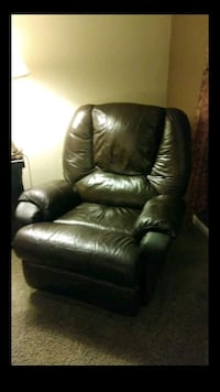 Chocolate leather recliner Collegeville, 19426