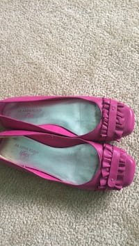 Pink leather flats. Sz 7.5. Anne Klein. Worn only twice Thunder Bay, P7G 1A5