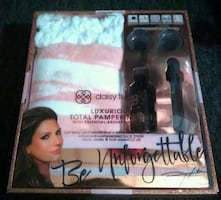 DAISY FUENTES Luxurious Total Pampering Gift Set Aromatherapy Oil