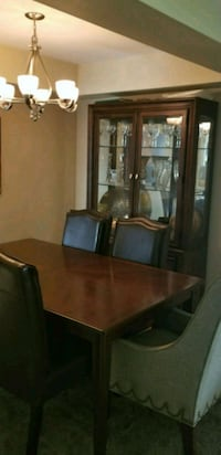 Dinning table and hutch (NO Chairs) Elk Grove Village, 60007