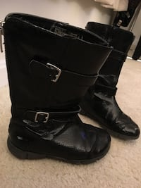 Girl's boots black patent size 10 (run small)