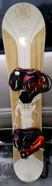 142 CM FIREFLY SNOWBOARD WITH DRAKE BINDINGS Barrie, L4N