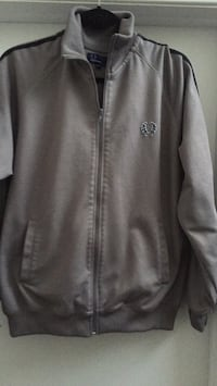black and gray zip-up jacket Gatineau, J8T 5N7