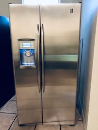GE PROFILE SIDE BY SIDE STAINLESS STEEL REFRIGERATOR WITH ICE MAKER AND WATER DISPENSER  Los Angeles, 90022