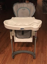 Child high chair -  removal tray with a removal top  Aspen Hill, 20906