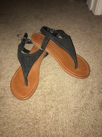 Pair of brown-and-black sandals El Centro, 92243
