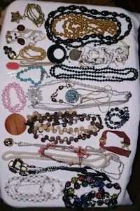 COSTUME JEWELRY LOT 3 Montgomery, 60538