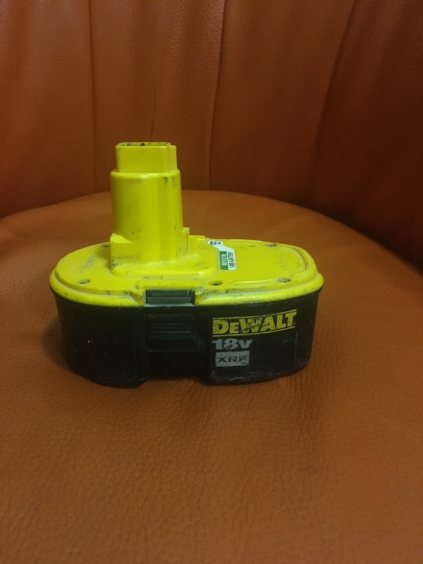 Battery dewalt drills