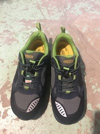 pair of black-and-green Nike running shoes Mississauga, L5K 1E8