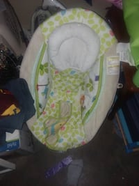baby's white and green bouncer 937 mi