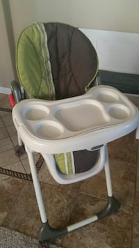 baby's white and green high chair Fresno, 93727