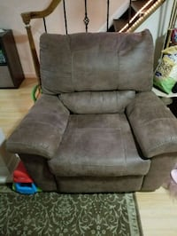 brown recliner chair Pittsburgh, 15243