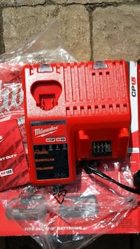Milwaukee Tool M12 and M18 12V/18V Lithium-Ion Multi-Voltage Battery Charger Angus