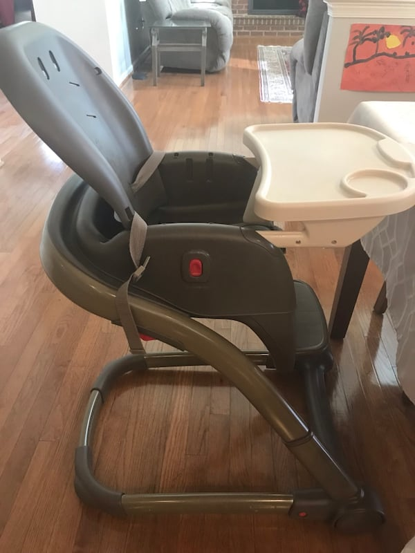 Graco High Chair 796a4057-8c31-46f7-bd26-b44156f39074