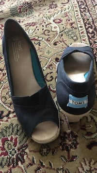 Women's pair of blue Toms peep toe wedges size 9w Alexandria, 22310