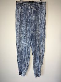 Women acid wash denim joggers xs Burnaby, V3J 0A4