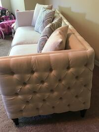 Tufted couch Palm Harbor, 34683