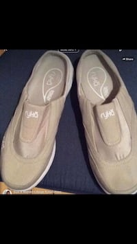 Size 9 Ryka Women's Beige Shoes!