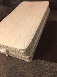 Quilted white mattress with box spring Oshawa, L1G 4X9