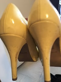pair of yellow leather pointed-toe pumps Vancouver, V6G 2H1