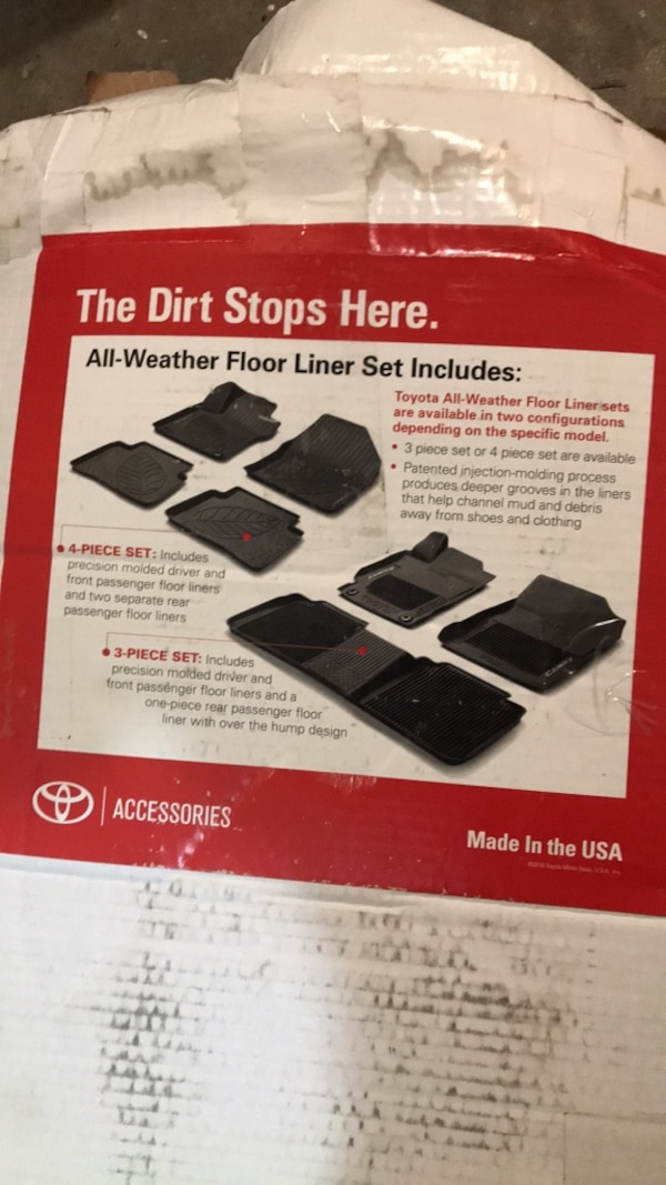 Black and gray and black vr boxToyota 4Runner mats for a 2013