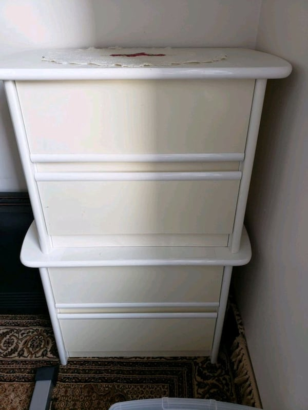 2 white side tables with drawers  4d5ecb87-5f0a-43eb-aa1c-53dddc822baa