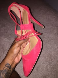Red lace up heel 10/10 condition new Brampton, L6X 5E8