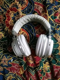 white and gray corded headphones Seattle, 98108