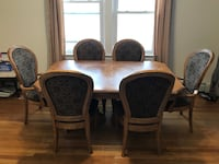 Dinning table with chairs New York, 11102