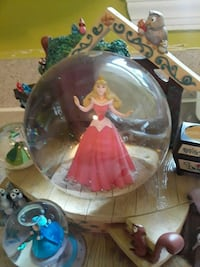 Disney sleeping beauty glitter globe  Springfield, 22150