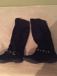 pair of black knee-high boots Coquitlam, V3B 2W2