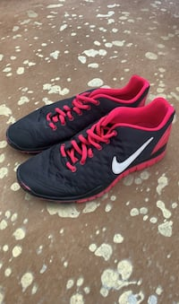 size 8 womens Nike Free Tr Fit