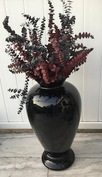 BLACK LARGE VASE - 29 inches tall New York, 10469