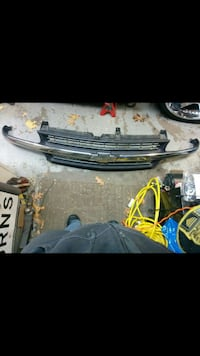 Chevy Silverado grill off 2001 Lincoln, 02865